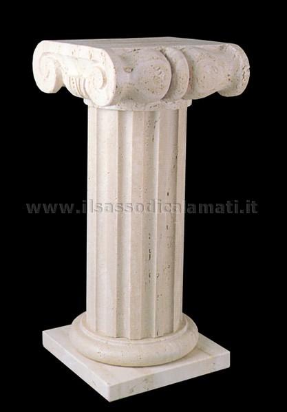 Colonne e capitelli in pietra stile ionico il sasso di for Come costruire colonne in stile artigiano