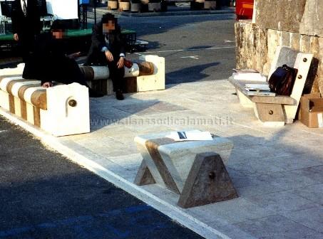 Arredo urbano e giardino in pietra il sasso di calamati for Arredo giardino in pietra