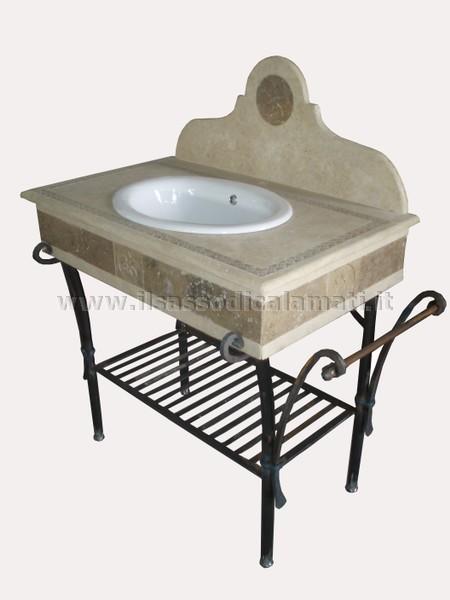 Cucine strette e lunghe - Mobili in ferro battuto per bagno ...