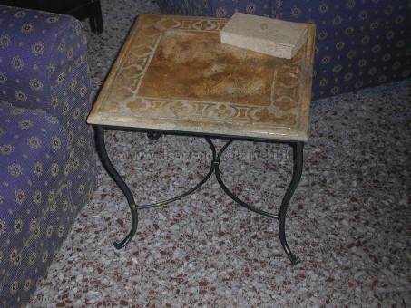Tavoli in pietra antica in stile shabby il sasso di calamati - Tavolo con base in pietra ...